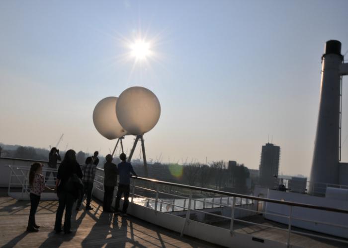 Ballonverstrooiing_asverstrooiing-met-heliumballon_Rotterdam_cruiseschip